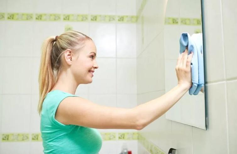 ухаживаем за зеркалом в ванной комнате